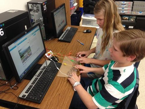 Making games with circuits and Makey Makeys is AWESOME!