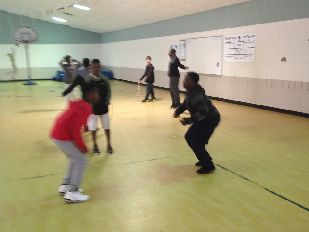 5th grade boys Jump rope for heart!