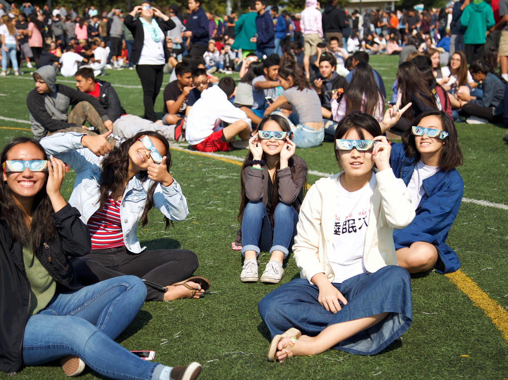 4 students w Eclipse Glasses at the Eclipse Rally
