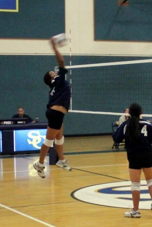 ISM volleyball hitter and setter in action