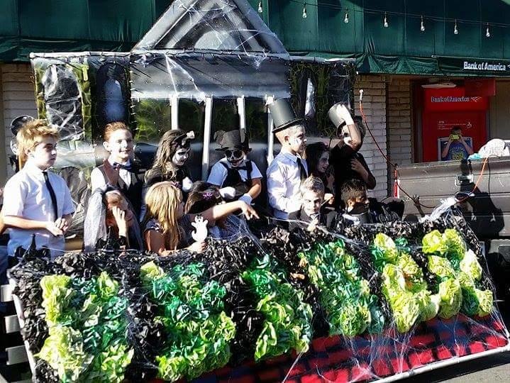 These ghosts and ghouls haunt the John Muir Haunted Mansion in the 2015  Homecoming Parade.