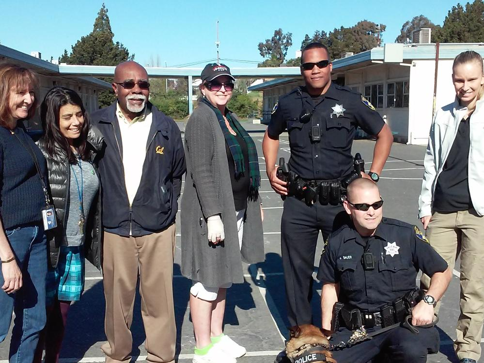 Vallejo PD and Police Dog visit Loma 2nd Graders