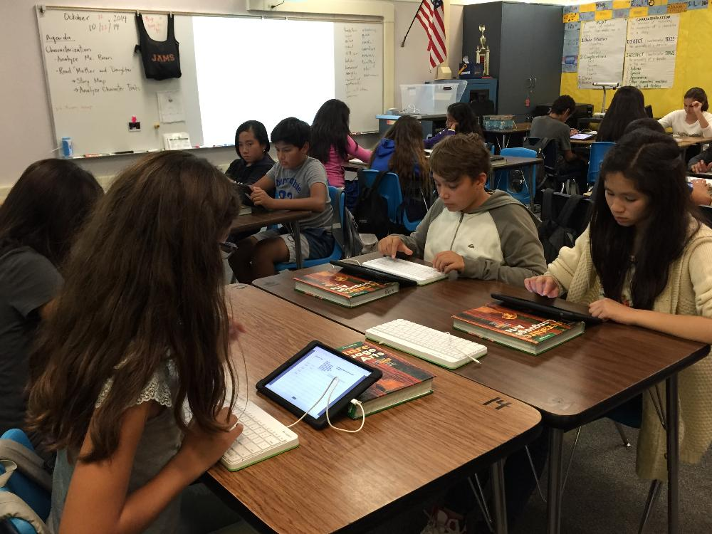 Students using iPads in Language Arts