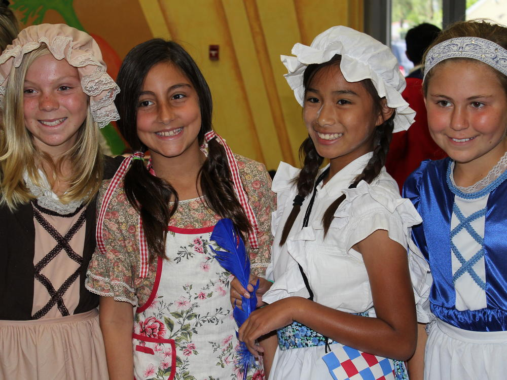 5th Grade Students in Colonial Days Activity