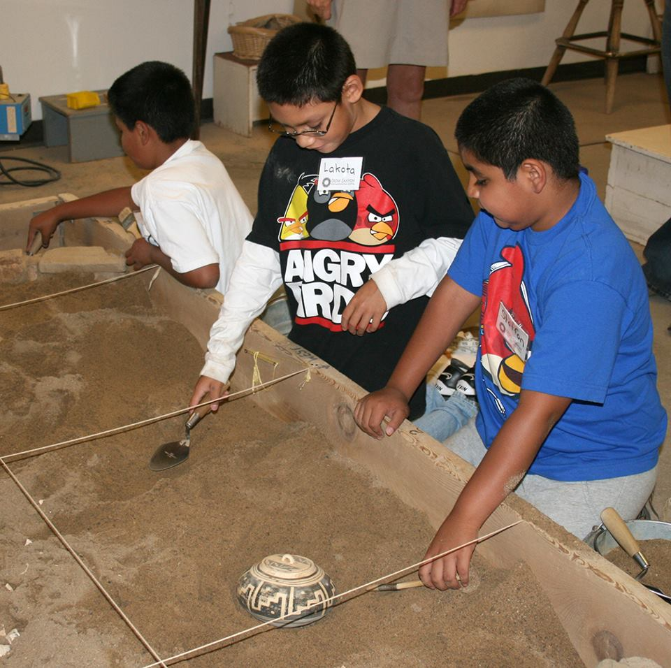 Ute kids do simulated dig