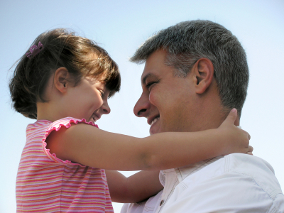 Father-hugging-daugther