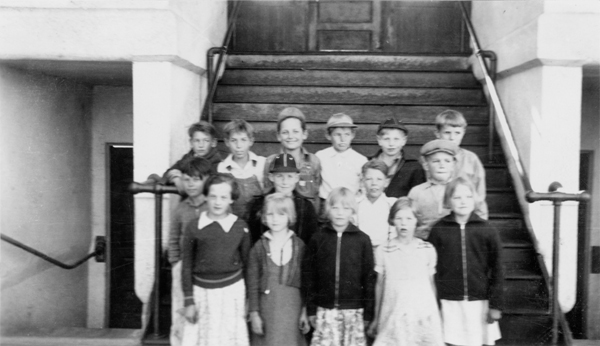Students, ca. 1935. Siskiyou County Office of Education School History Collection.