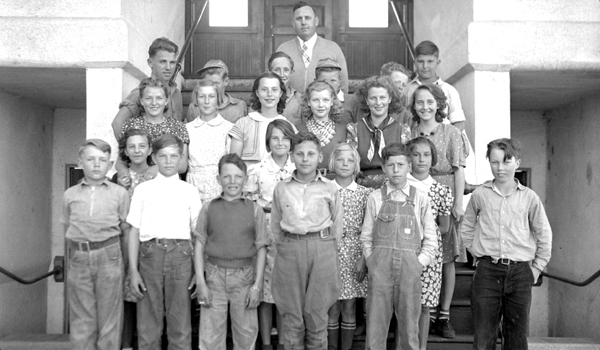 Students, date unknown.  Siskiyou County Office of Education School History Collection.