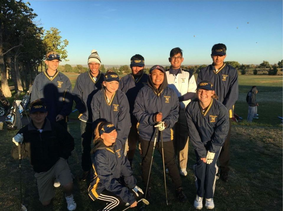 Group photo of the golf team