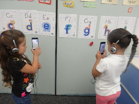 Kindergarten students learning using mobile devices