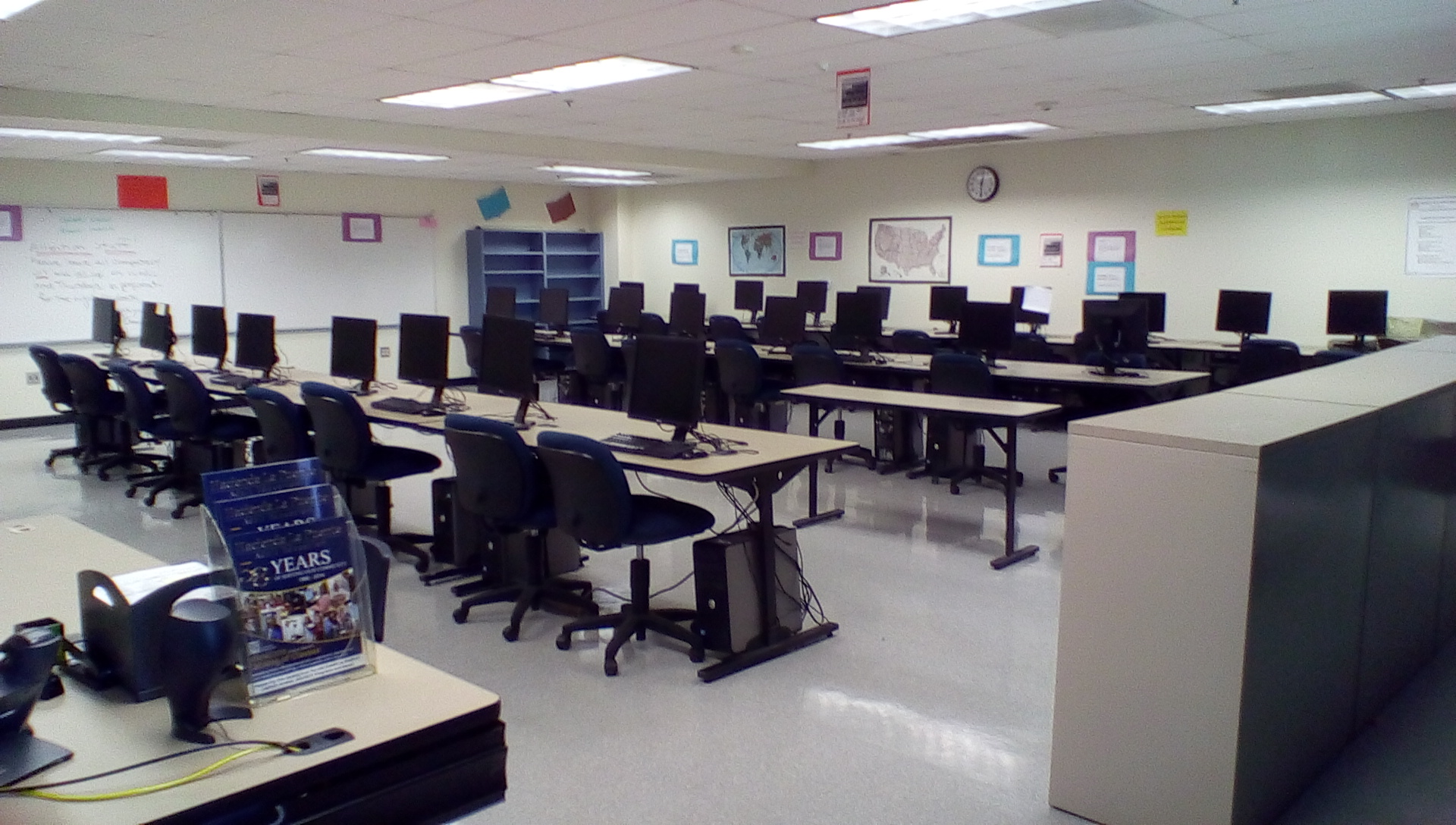 Computer room classroom set up