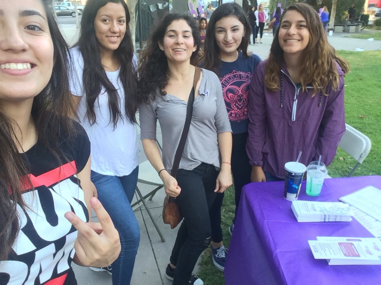 Juniors Volunteer with the Women's Shelter of Long Beach