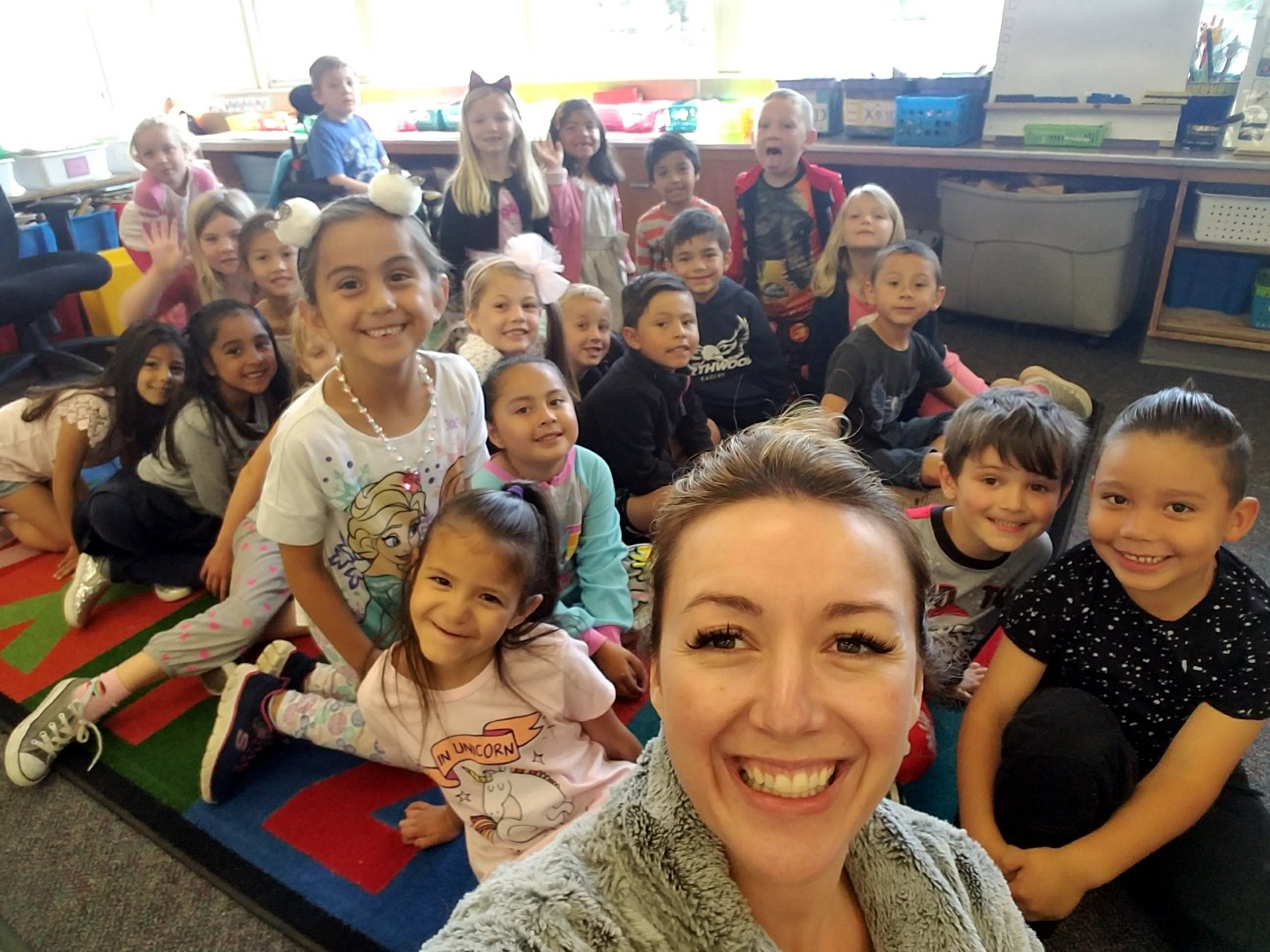 principal knox selfie with a kinder class