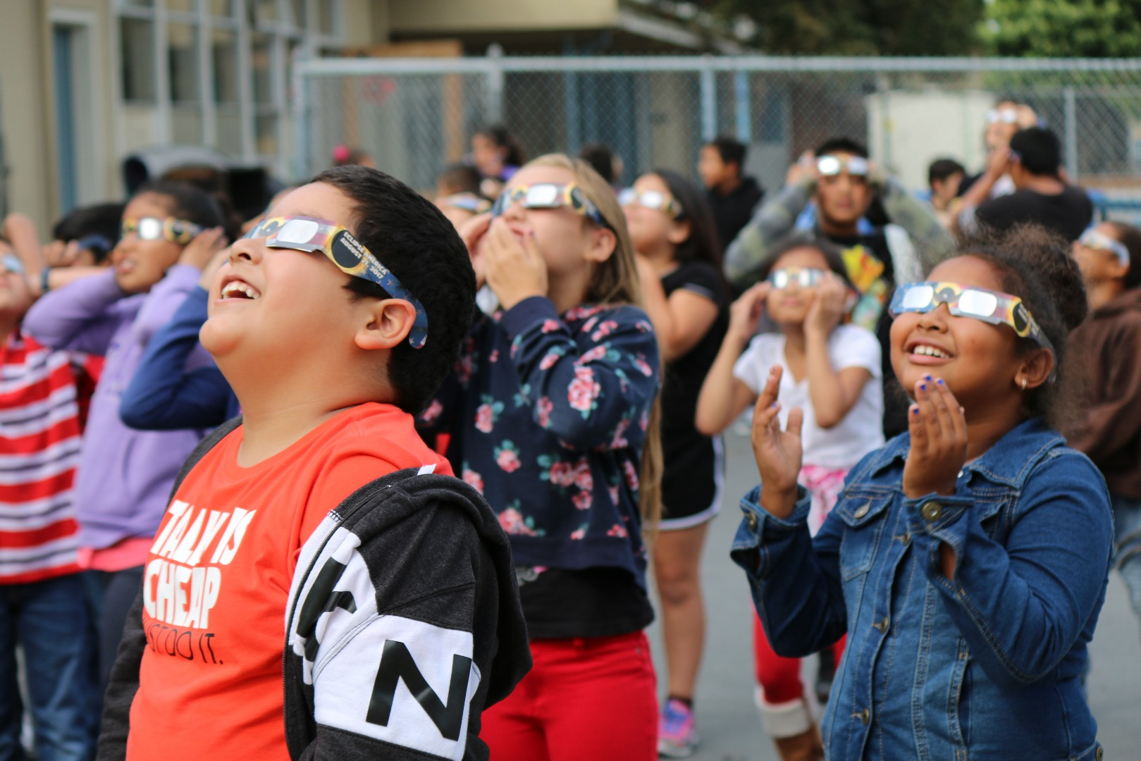 student view the eclipse through glasses
