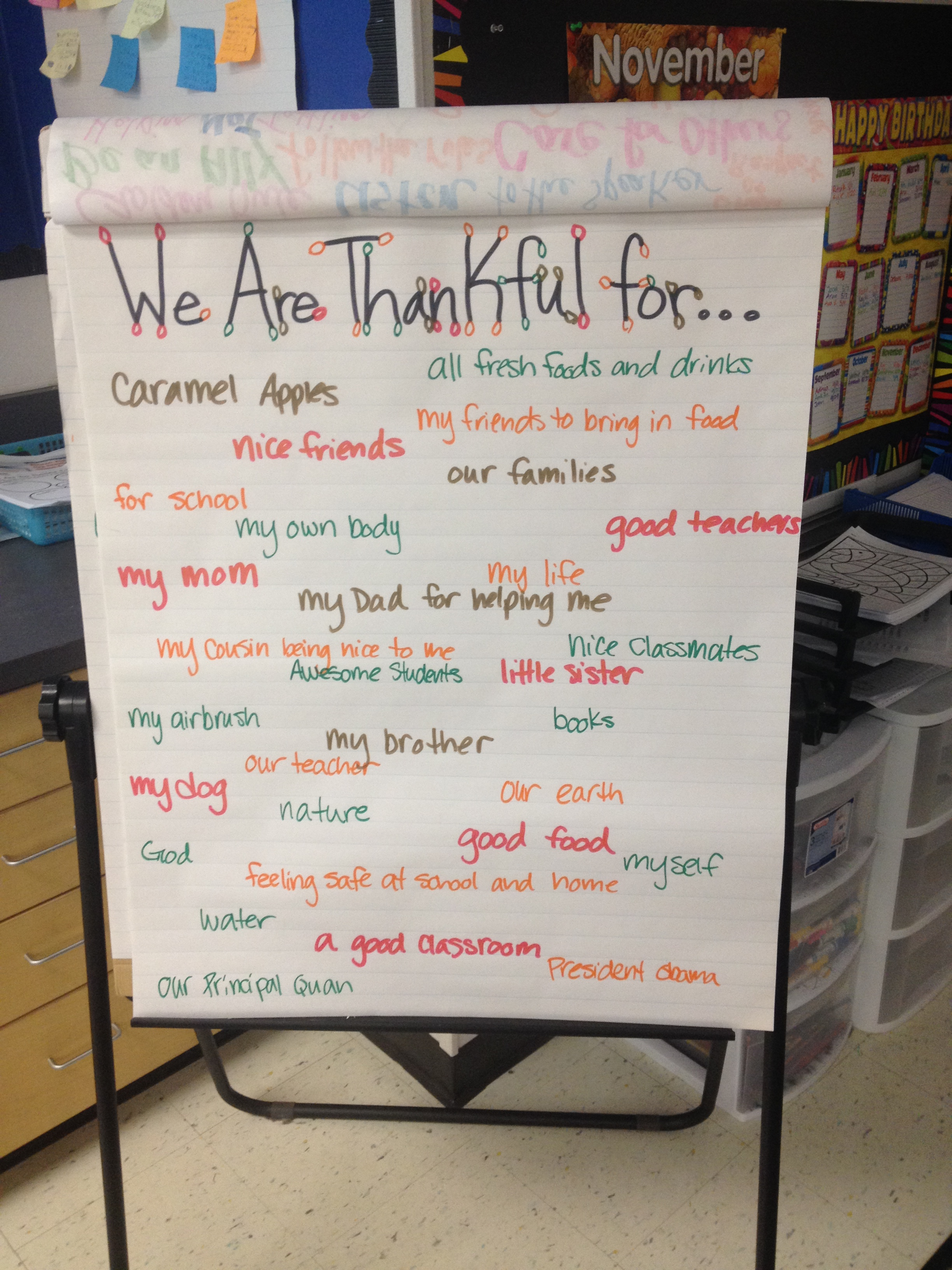 A class brainstorm of things we are thankful for in life,