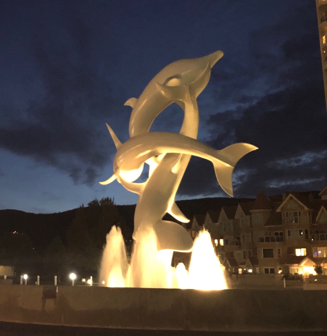 Statue of 3 dolphins.